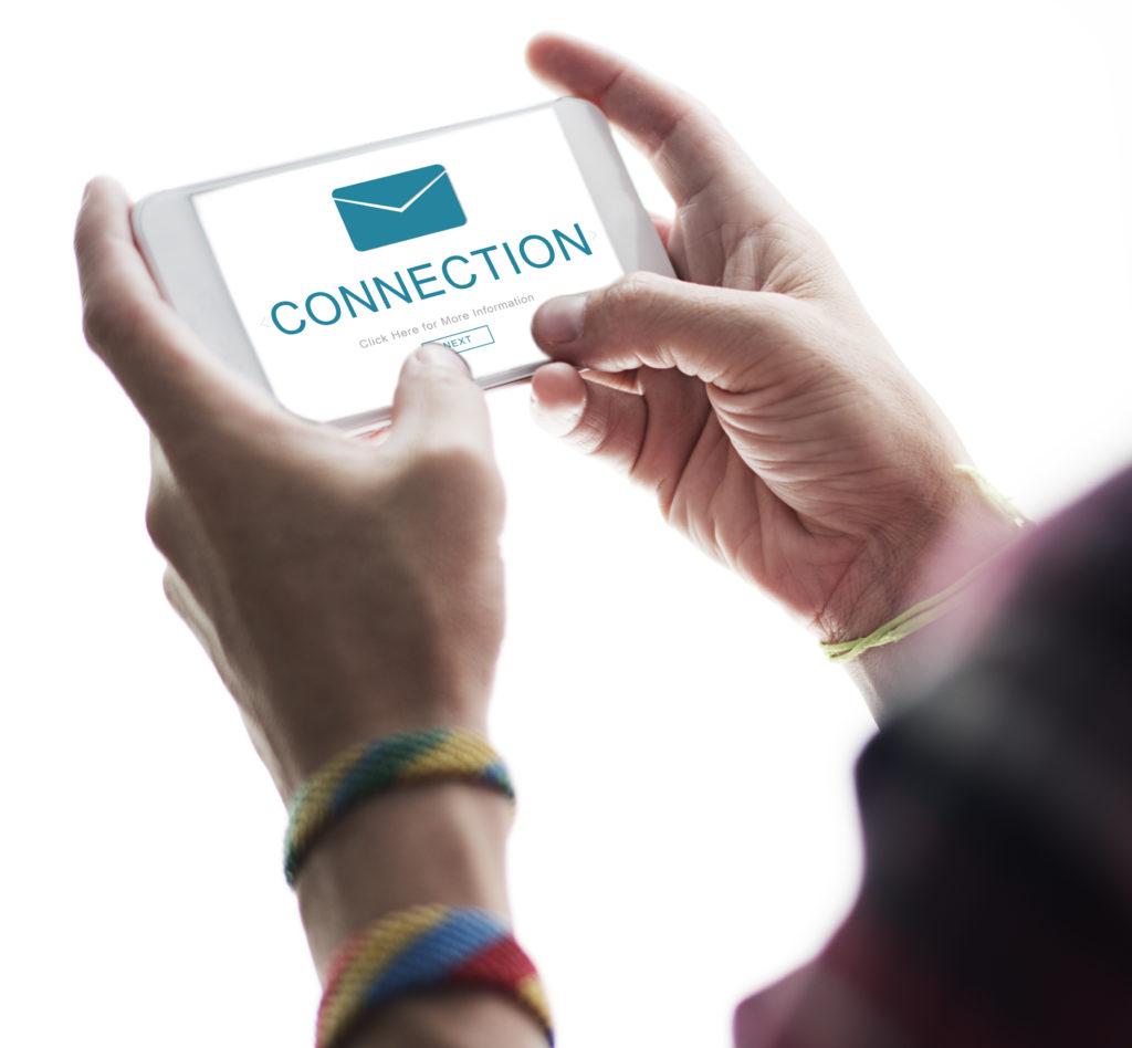 Slika mobilnog telefona na kome se viidi poruka